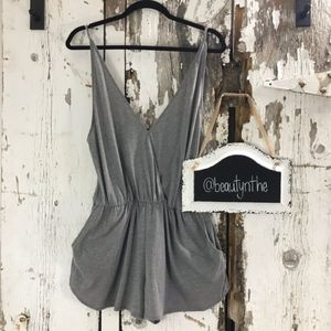 NWOT Vs pink grey romper